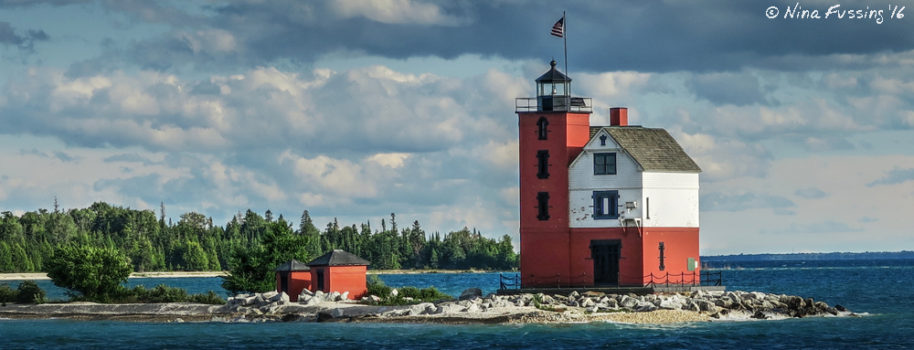 There's a lighthouse on the way to Mackinac Island too (Round Island Light (1894))